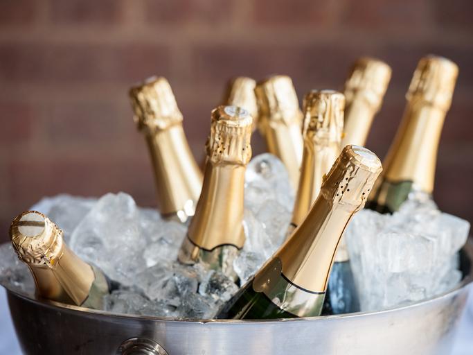 Depenses Somptuaires Champagne Et Abus De Biens Sociaux